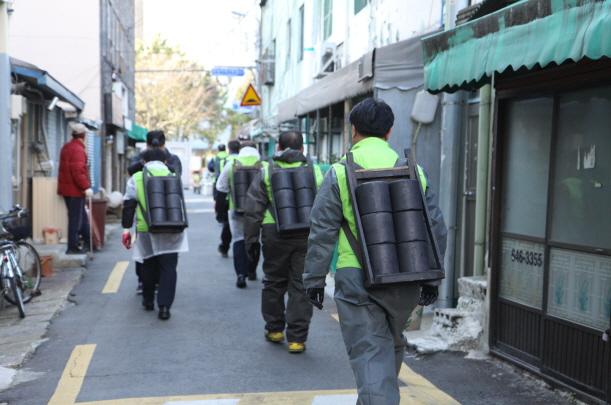 부산시설공단, 연탄나눔'가치는 따시DAY' 이미지2번째
