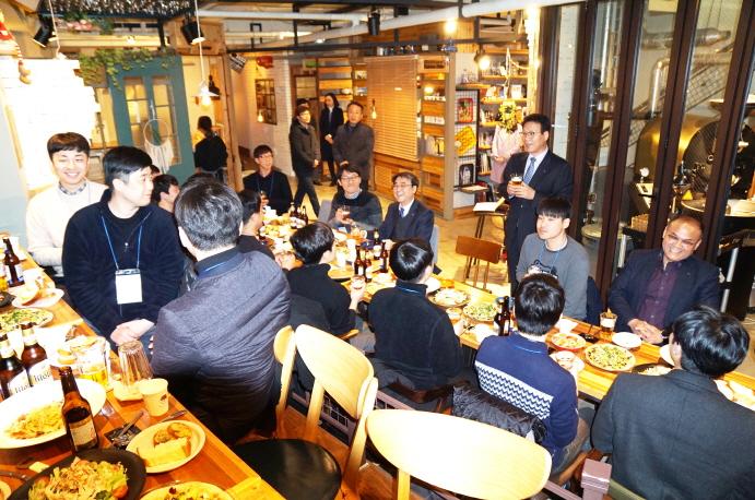신규임용자 20명과 공단 경영진이 함께하는 유쾌한 저녁자리 현장 사진1