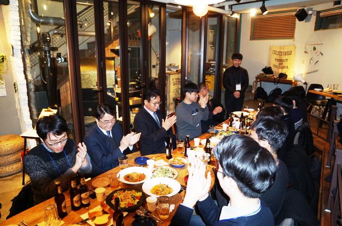 신규임용자 20명과 공단 경영진이 함께하는 유쾌한 저녁자리 현장 사진2