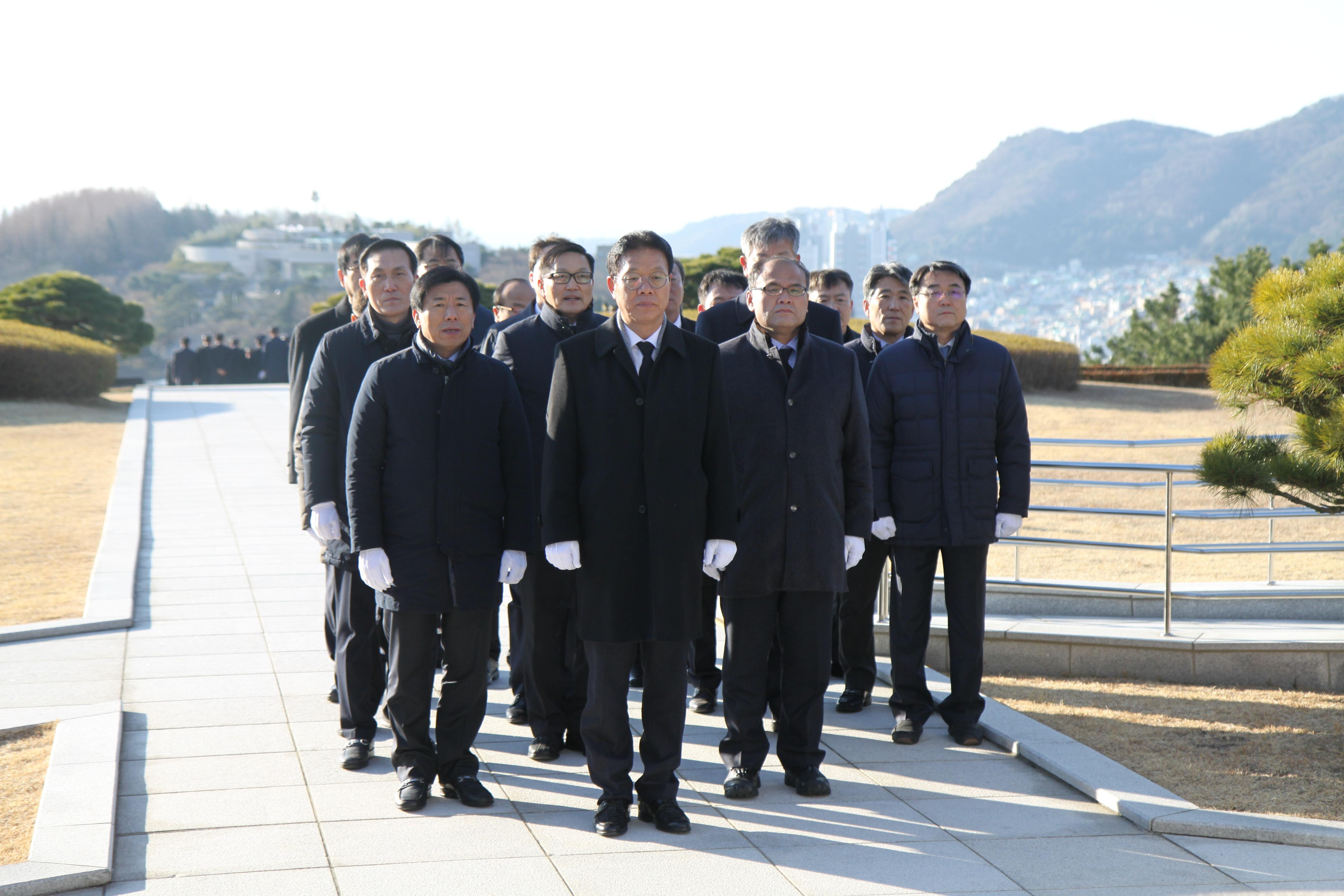 2019 충혼탑 참배 기념 사진1