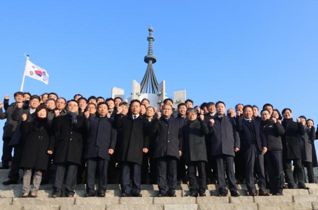 부산시설공단 3급이상 간부, 경자년 새해 충혼탑 참배 이미지2번째