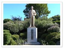 소해 장건상선생 동상 사진